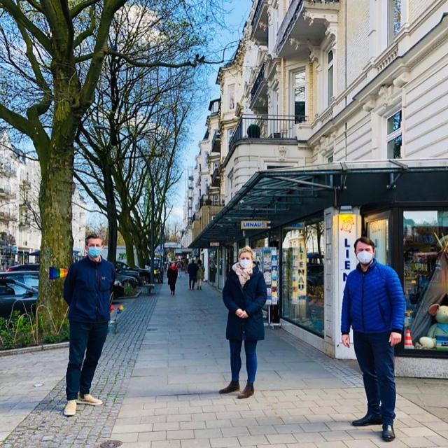 Sascha Greshake mit Vertretern der IG Eppendorfer Baum e.V.